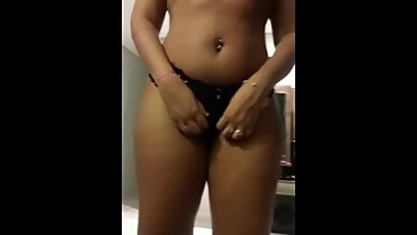 indian gf showing her panty