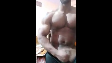 MUSCULAR INDIAN HUNK JERK BIG COCK ON WHATS APP