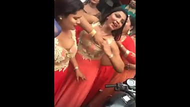 Indian wives flashesh boobs